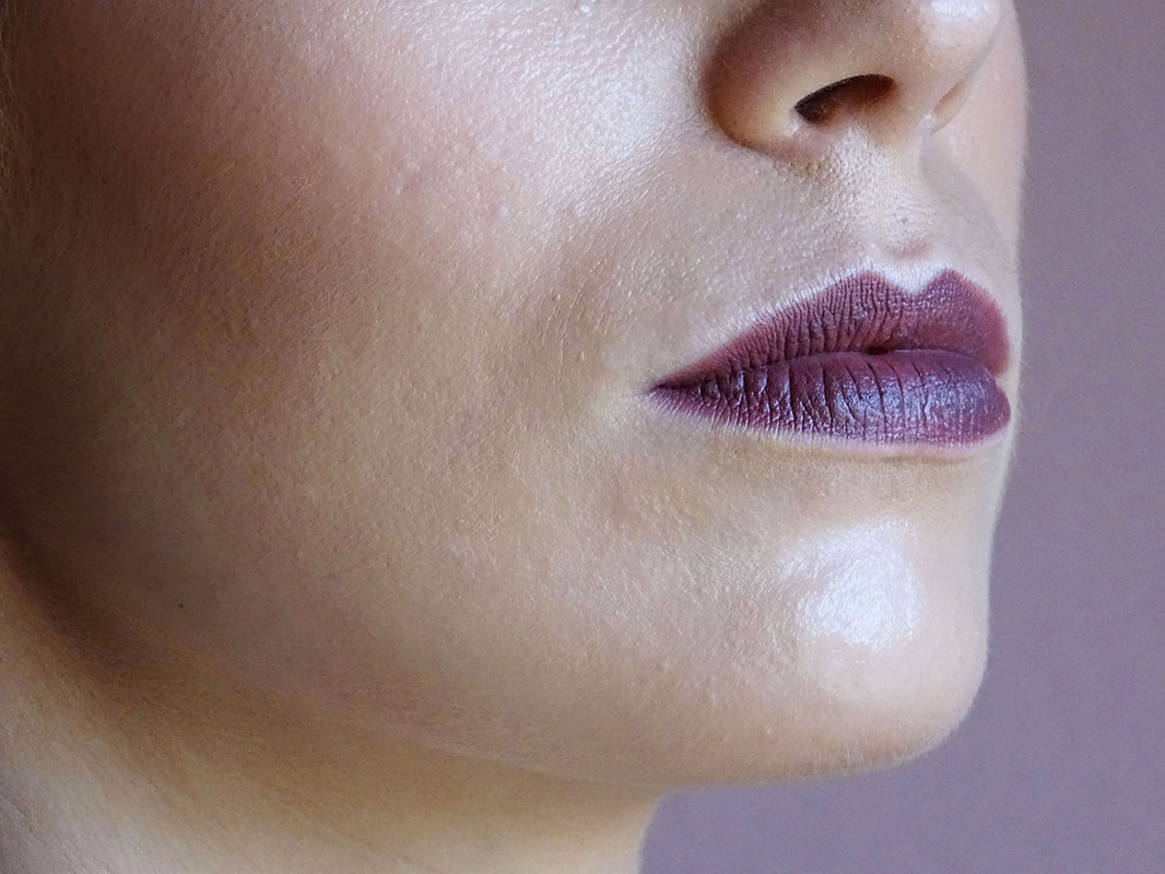 Grunge Makeup. Velvet Passion Kiko 319 Chocolate lipstick.