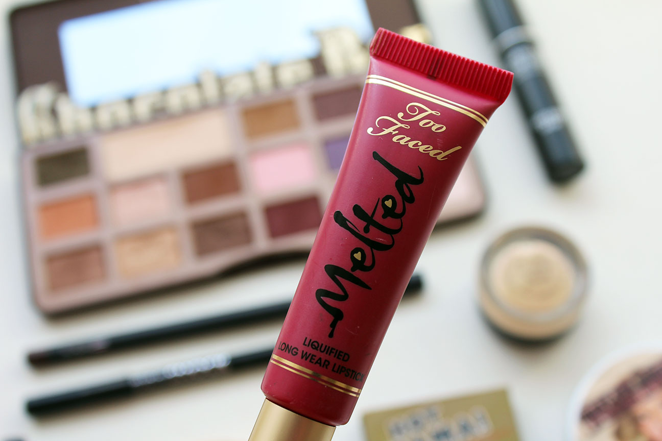 Maquillaje con Melted Berry de Too Faced.