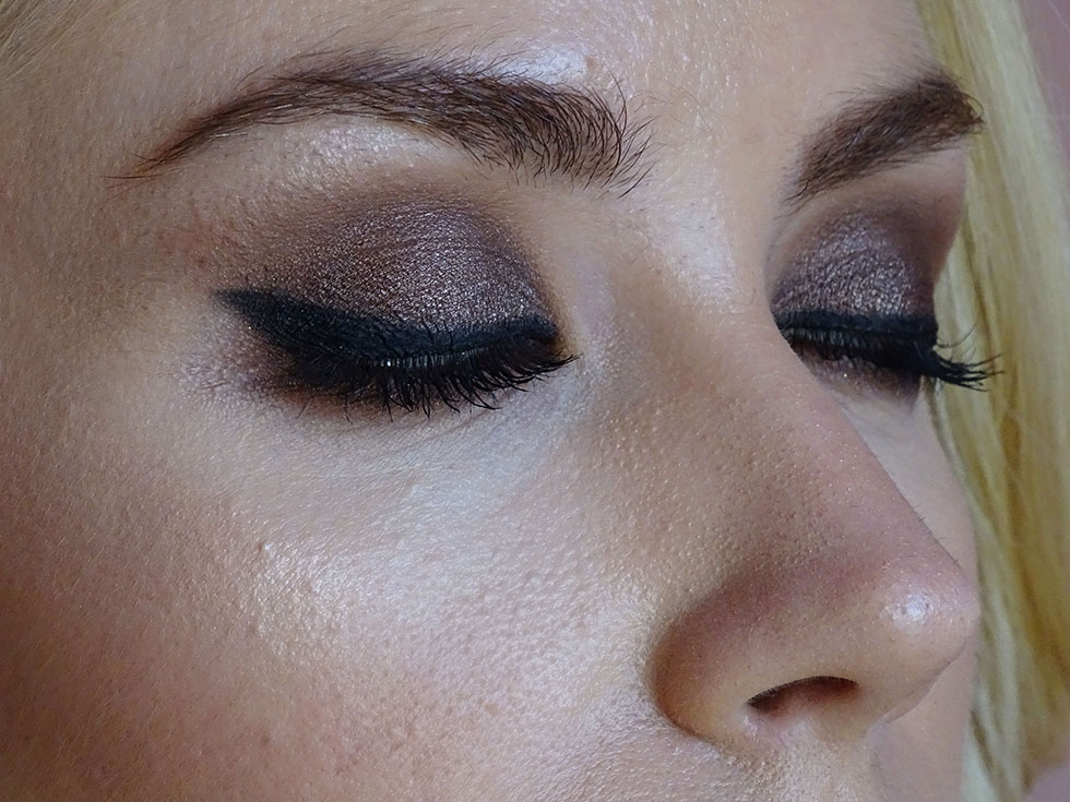 Eye makeup with Chocolate Bar Too Faced.