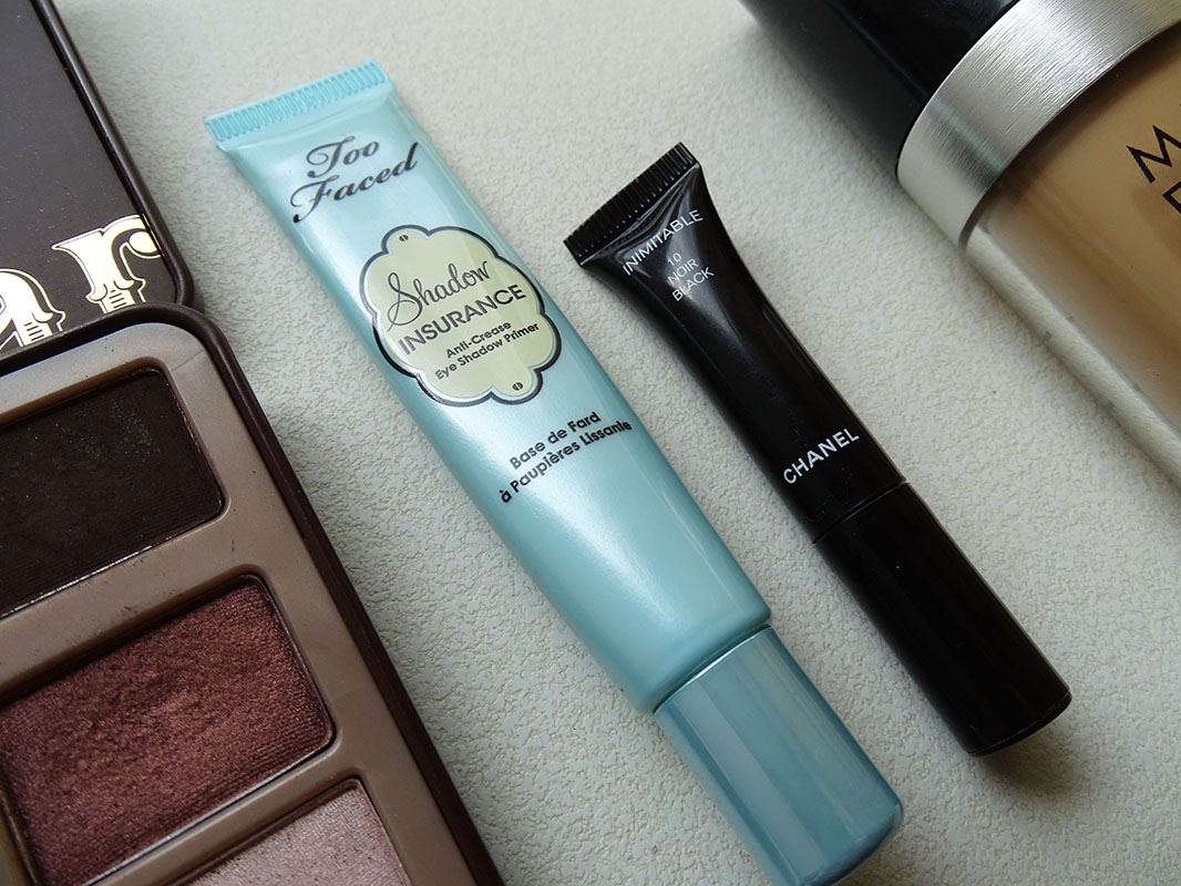 Shadow Insurance de Too Faced e Inimitable de Chanel.