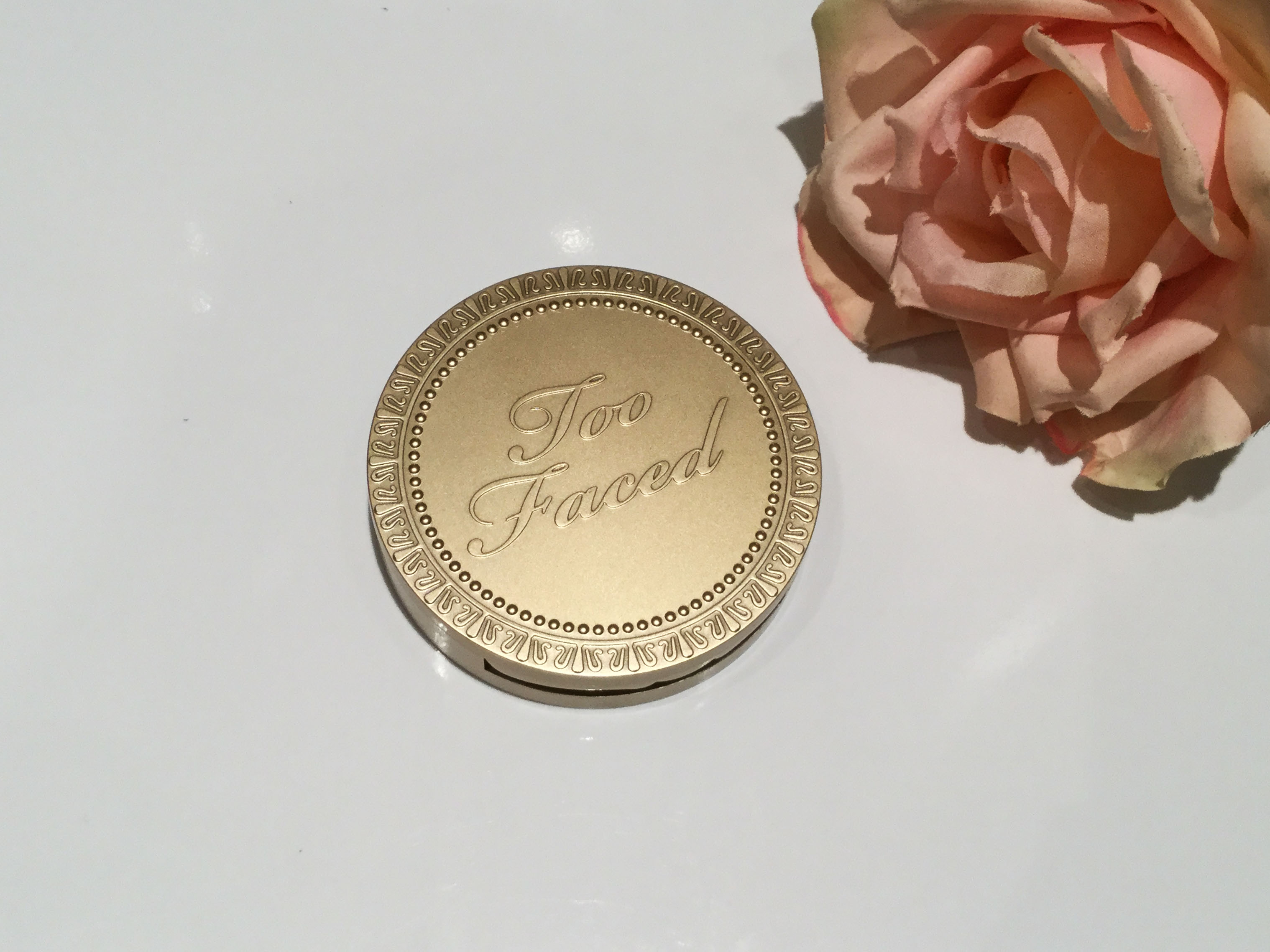 Sun Bunny Bronzer de Too Faced