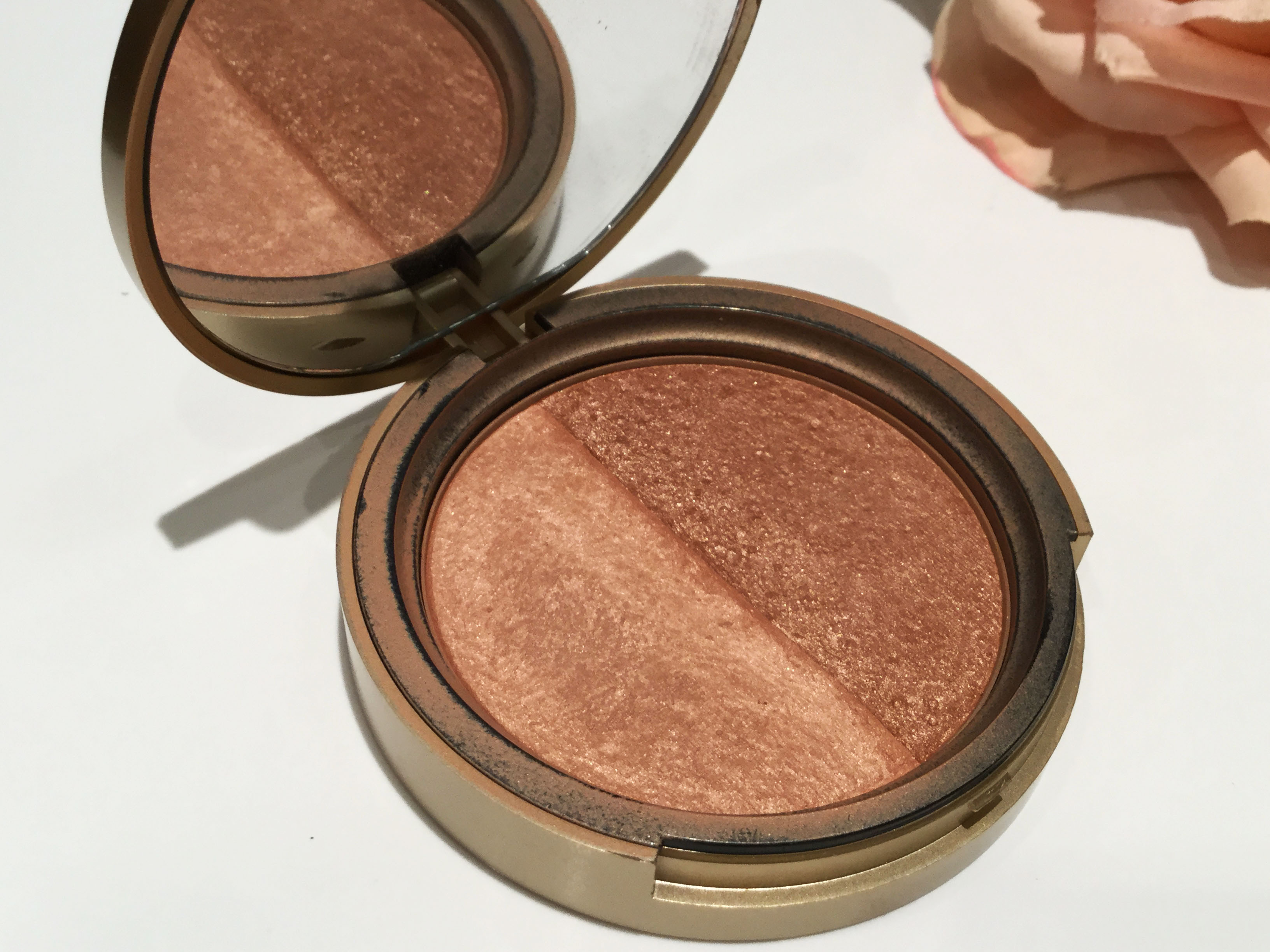 Sun Bunny Bronzer de Too Faced.