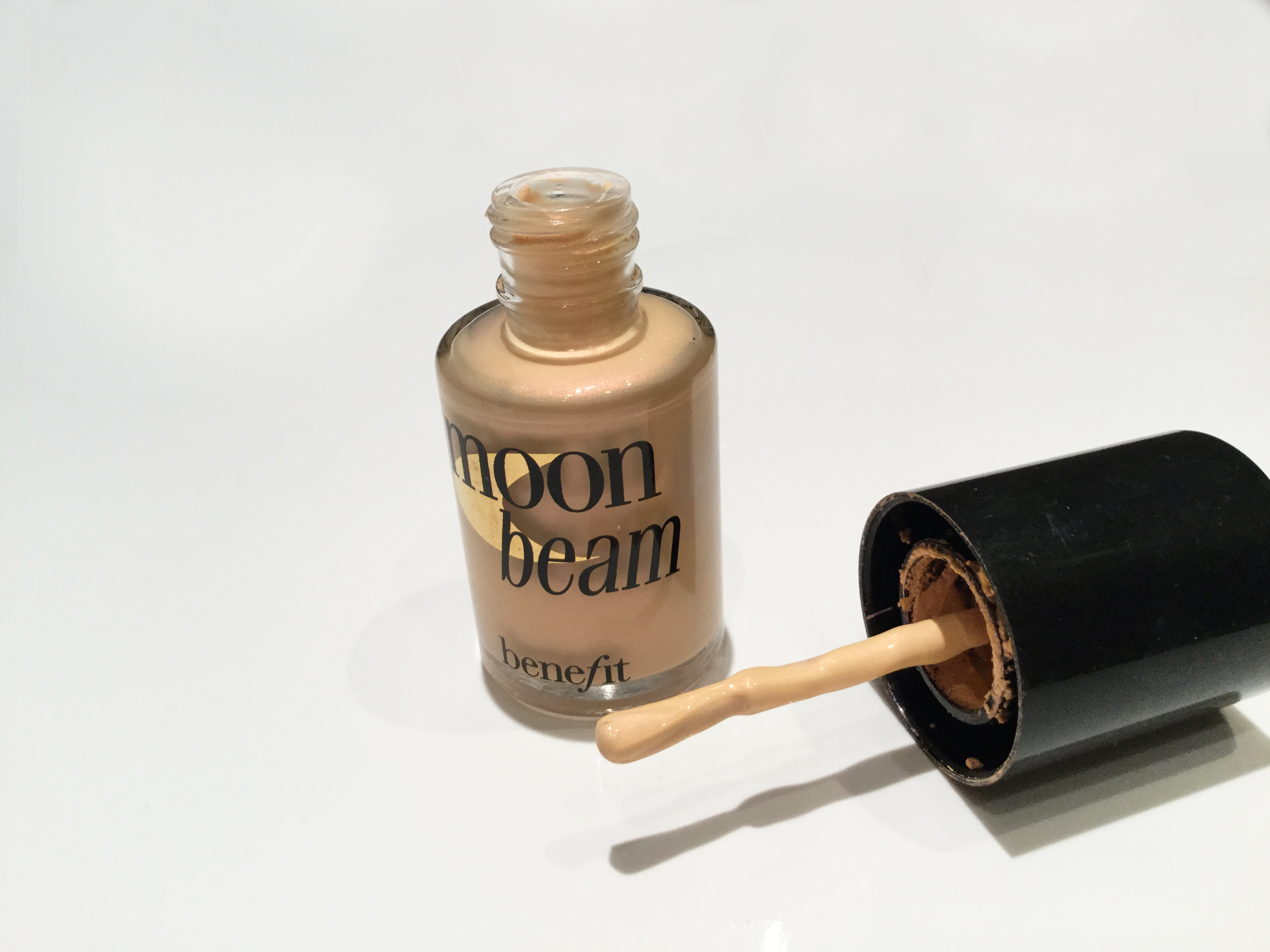 Moon Beam de Benefit.