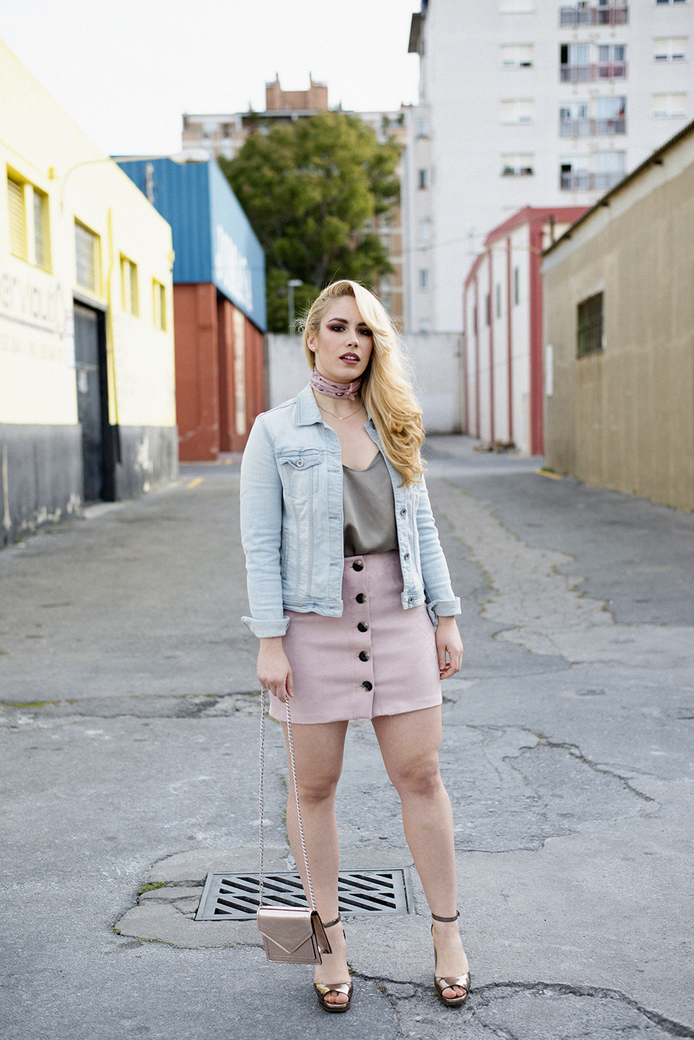 Patripaan with Bershka pink buttoned skirt look.