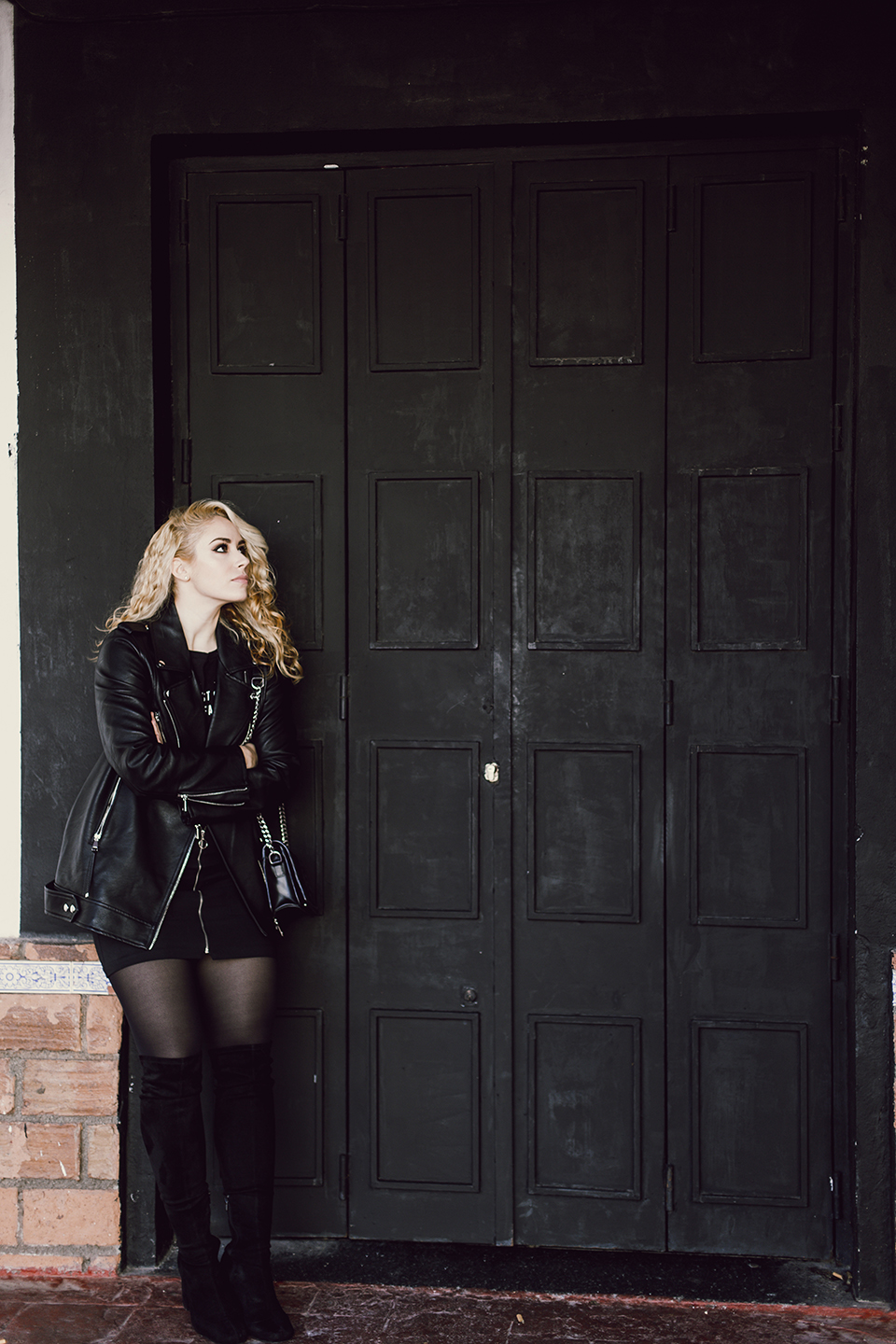 Patripaan total black look with Pull and Bear long biker jacket and Zara thigh high boots.