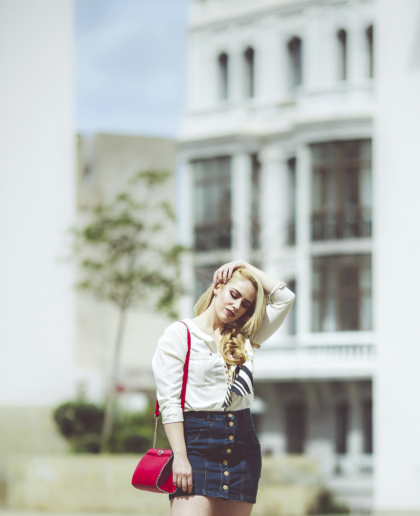 Patripaan spring look with Stradivarius denim skirt, white shirt and red bag.